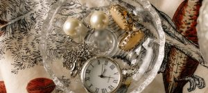 Use higher-quality packing materials when packing jewelry and other valuables